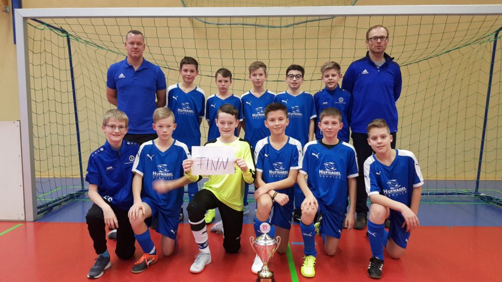 Die D1-Jugend-Mannschaft der JSG RHID-F nach dem Gemeindepokalsieg 2019.